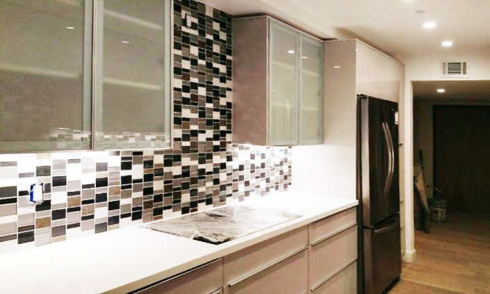 Compliment your kitchen by adding a gorgeous wholesale granite countertop & modern kitchen cabinets