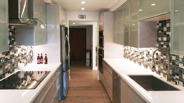 Find beautiful cabinets with glass doors at Kitchens Pal