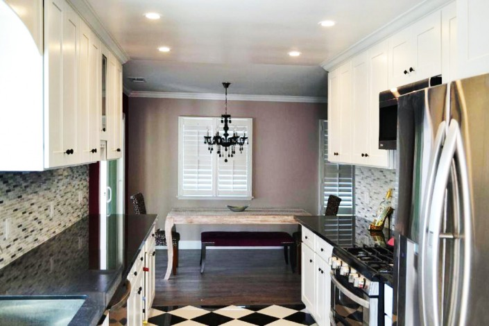 Get white shaker kiitchen cabinets for your California home